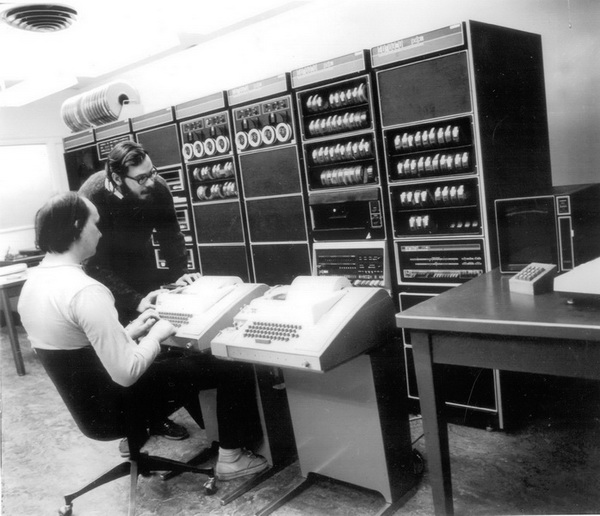 Ken Thompson and Dennis Ritchie (standing) at Bell Labs, 1972